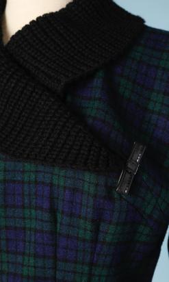 nA4758-Robe-1950-en-lainage-à-carreaux-vert-marine-noir-col-chaussette-noir-t36-01