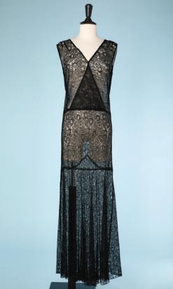 nA4839-Robe-longue-1930-en-dentelle-noire-à-godets-devant-croisé-t40-42-01