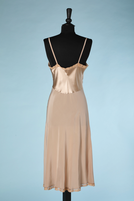 nA4930-Combinaison-1930-en-satin-de-soie-beige-et-dentelle-marron-t38-01