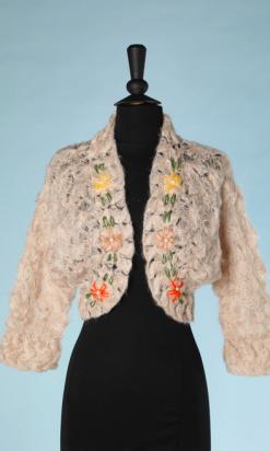 nA4945-Gilet-1940-en-mohair-rose-crocheté-brodé-de-fleurs-roses-et-jaunes-t40-01