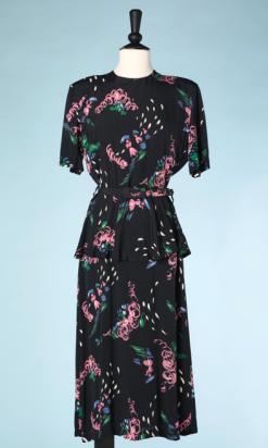 nA4979-Robe-1940-en-rayonne-noire-de-traits-et-volutes-roses-bleus-verts-t38-40-01