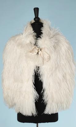 nA5295-Cape-1930-en-plumes-dautruche-blanche-01