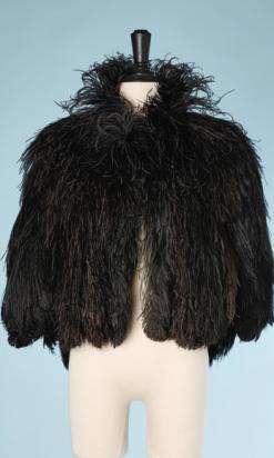 nA5296-Cape-1930-en-plumes-dautruche-noires-et-marron-01