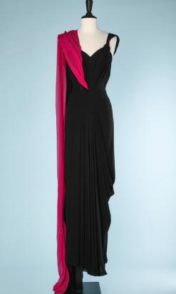 nA5340-Robe-du-soir-1930-en-mousseline-noire-et-étole-en-mousseline-fuchsia-t38-01