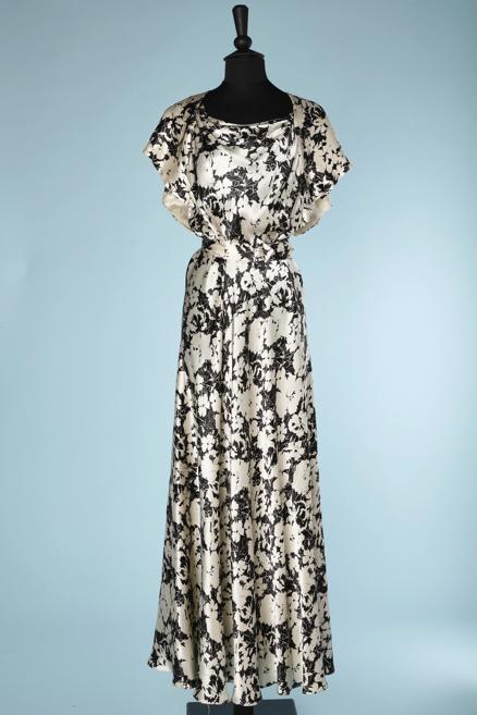 nA5341-Robe-longue-1930-en-satin-noir-imprimé-dœillets-blancs-t40-01