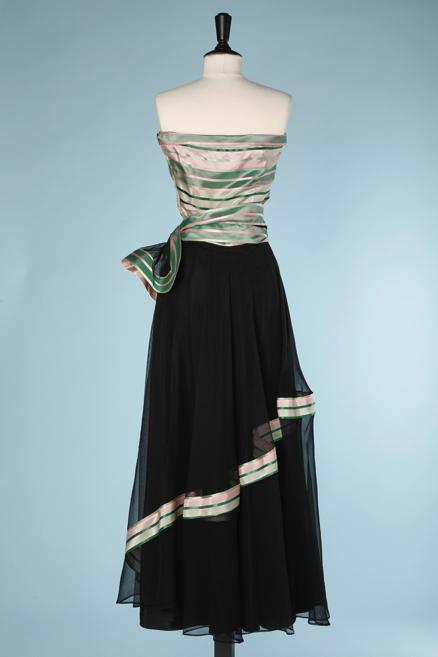 nA5345-Robe-longue-bustier-1940-1950-en-faille-à-rayures-roses-et-vertes-et-tulle-noir-t36-01