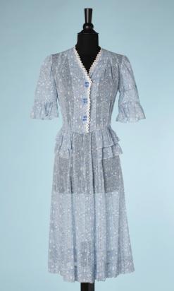 nA5364-Robe-1930-en-voile-de-coton-blanc-imprimé-de-motifs-géométriques-bleuspicot-en-dentelle-t36-38-01