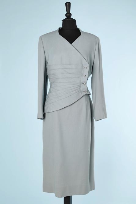 nA5788-Tailleur-1940-en-lainage-bleu-ciel-boutons-strass-Lilli-Ann-t40
