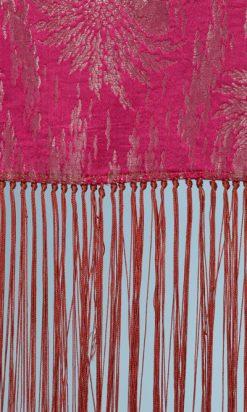 na6092-Châle-lyonais-1930-en-satin-de-soie-rose-et-lamé-argent-franges-roses-01