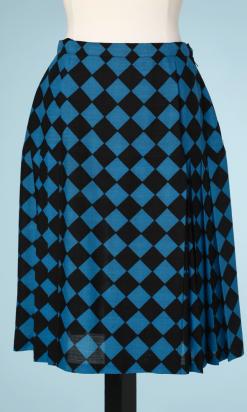 nA5218-Jupe-plissé-à-damiers-noirs-et-bleu-Yves-Saint-Laurent-t38-01