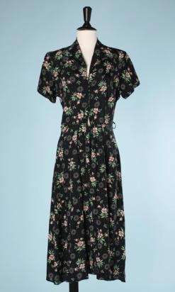 nA5284-Robe-1940-en-rayonne-noire-fleurs-roses-et-grises-feuillages-verts-t38-01