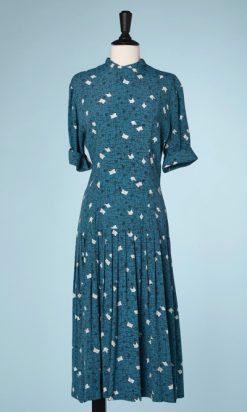 na5878-Robe-1940-en-rayonne-turquoise-imprimé-de-motifs-noirs-et-blancs-t38-01