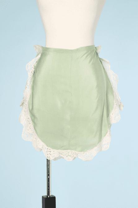 na6458-Culotte-1930-en-soie-verte-et-dentelle-ivoire-noeuds-roses-01