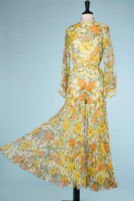 na6477-Tailleur-pantalon-1970-en-organza-imprimé-jardin-fleurs-et-herbes-pantalon-plissé-t40-04