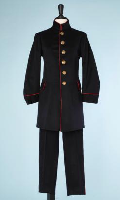 na6504-Costume-19ème-dhomme-pantalon-et-Veste-longue-liseré-rouge-01