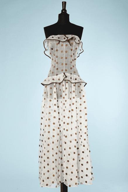 na6785-Robe-bustier-1930-en-organdi-blanc-brodé-de-pois-marron-t32-34.-05
