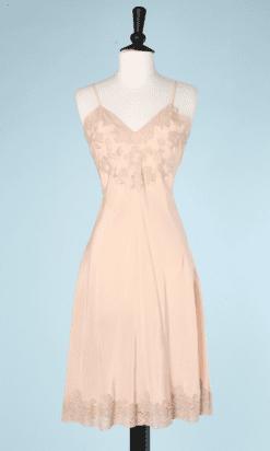 na7200-Combinaison-en-soie-rose-et-dentelle-incrustée-t38-01