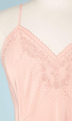na7205-Combinaison-1930-en-soie-rose-brodée-et-jours-brodés-t38-40-01