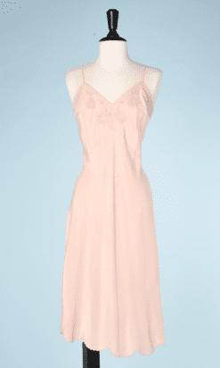 na7206-Combinaison-1930-en-soie-rose-brodée-et-jours-brodés-t40-42-01