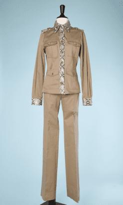 na7367-Tailleur-pantalon-en-coton-beige-et-pythoin-Dolce-Gabanna-T38-01.png