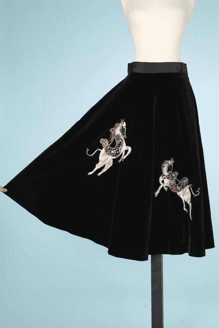 nA6232-Jupe-vintage-en-velours-noir-brodée-de-chevaux-t36-01