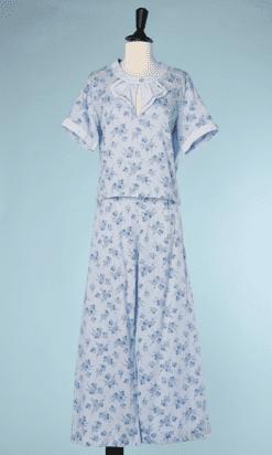 na6733-Pyjama-1930-40-en-coton-bleu-ciel-imprimé-de-fleurs-bleues-t38-40-01