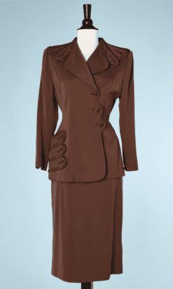 na6741-Tailleur-1940-en-lainnage-marron-perles-marron-irisées-Suffrins-t36-01