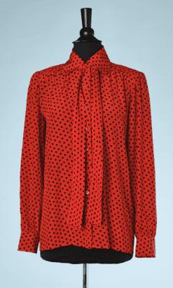 nA8041-Chemisier-en-soie-rouge-à-pois-noirs-col-cravate-Saint-Laurent-t36-38-01