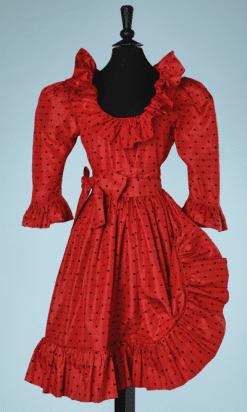 nA8061-Robe-en-soie-rouge-à-pois-noirs-et-brocard-or-Saint-Laurent-t40-01
